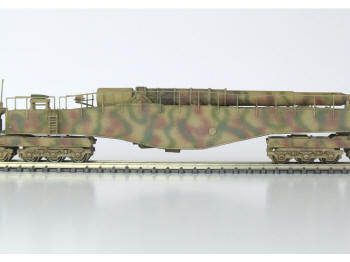 The 280mm gun in the travelling position. The handrails run the whole length of the body and follow the contour precisely.